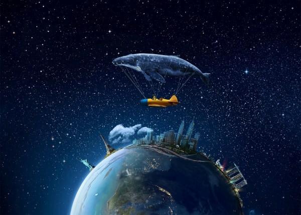 sonando con una ballena de globo